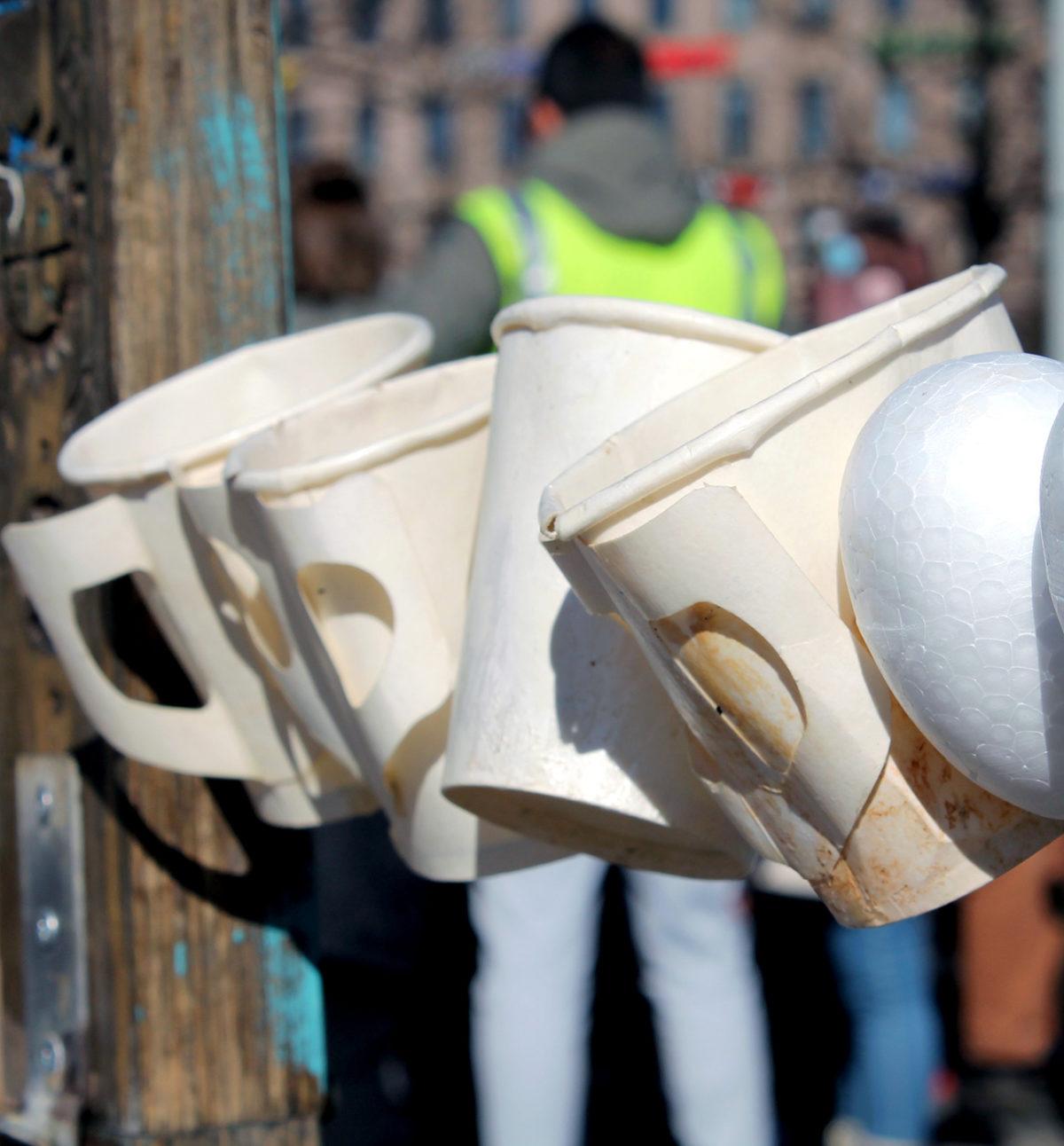 Lähes 90 päivää ulkona – Turvapaikanhakijat vaativat oikeutta Rautatientorilla