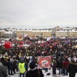 """Tuhannet vauhdittivat kansalaisaloitetta """"aktiivimallin"""" kaatamiseksi"""