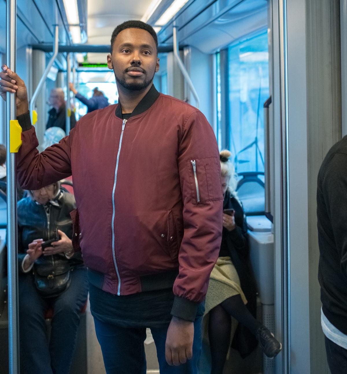 """Helsinkiläinen vasemmistopoliitikko vähävaraisille: """"Matkustakaa pummilla"""""""